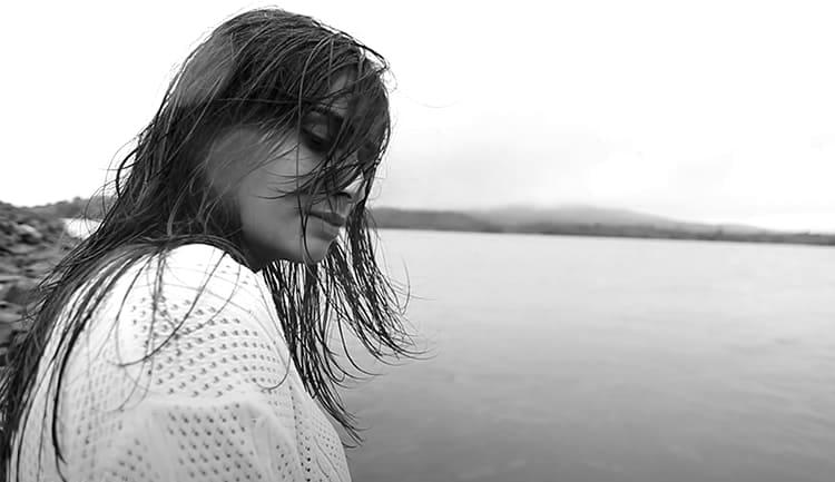 Девочка гуляет по Чите