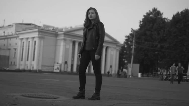 Девушка на фоне Краснодара