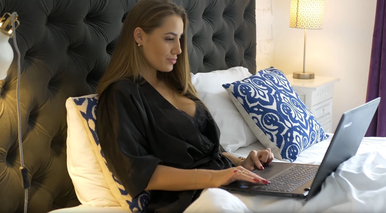 Работа для девушек в Москве без опыта
