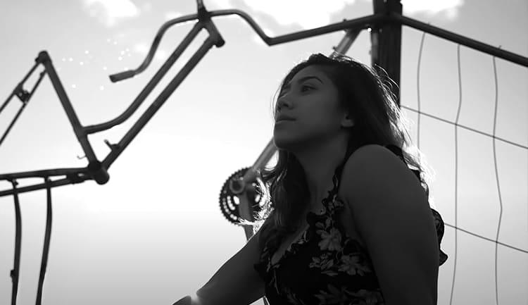 Девочка гуляет по Одессе