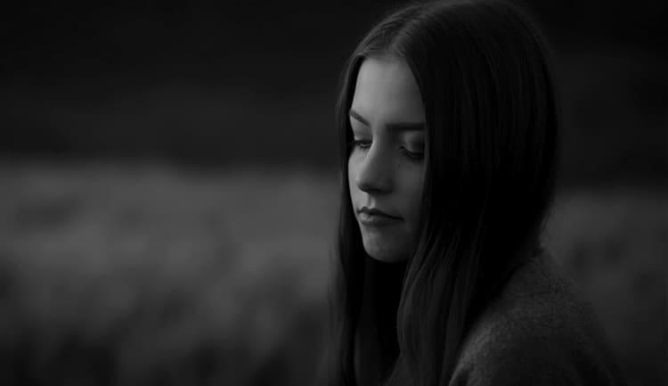 Девочка гуляет по Петрозаводску